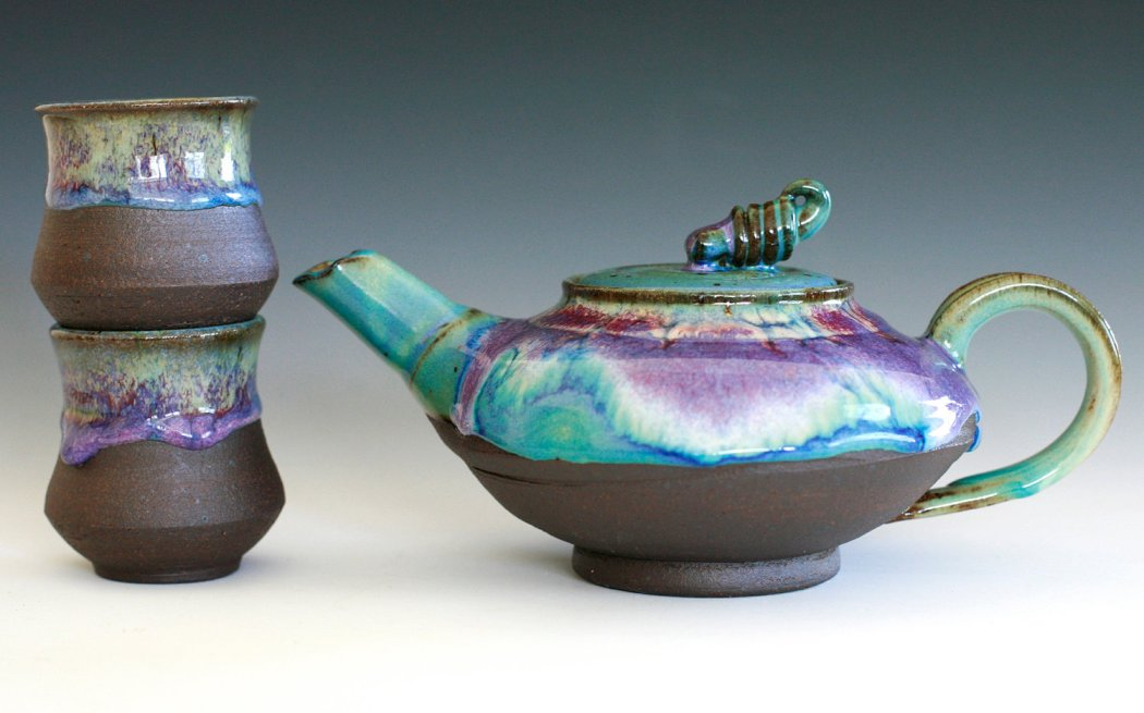 Чайный набор из керамики, покрытый необычайно красивой глазурью
