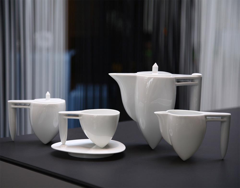 Белый чайный сервиз необычной формы