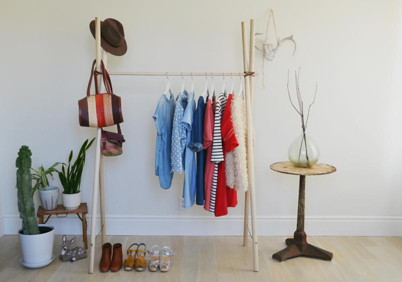 Видео как сделать вешалку для одежды своими руками