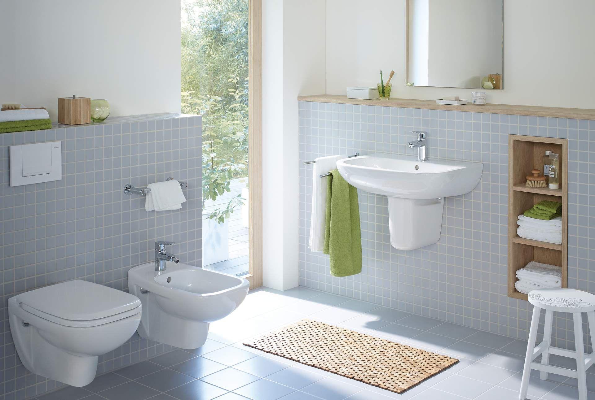 Подвесное биде и подвесной унитаз в ванной
