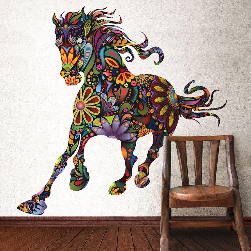 Бегущая разноцветная лошадь