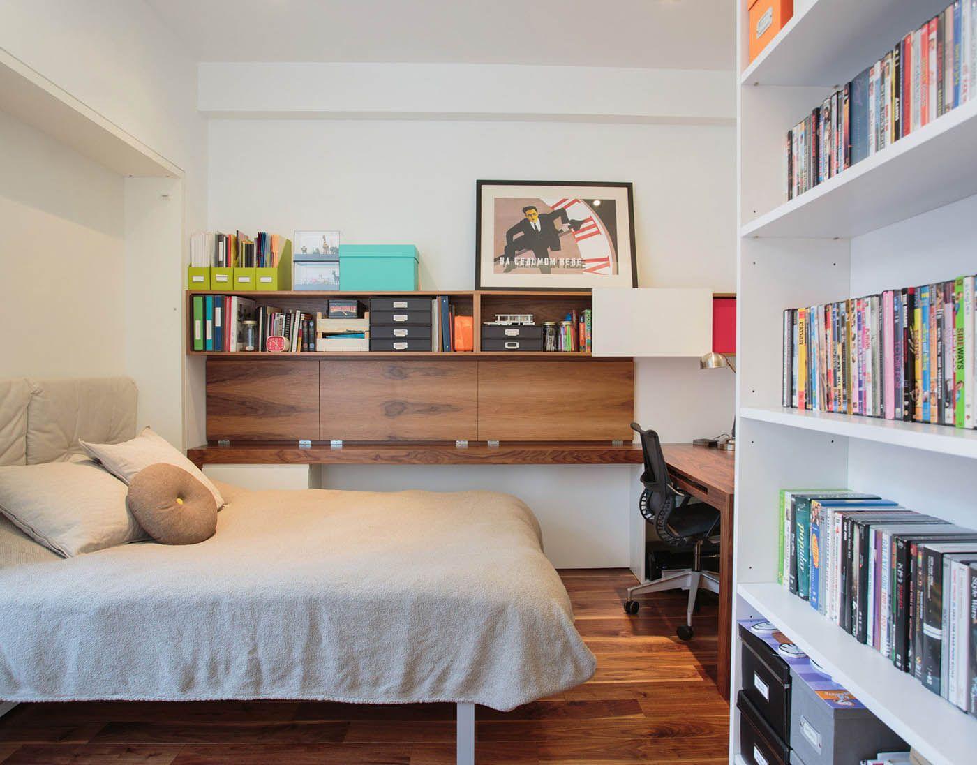 Компактная рабочая зона в спальне