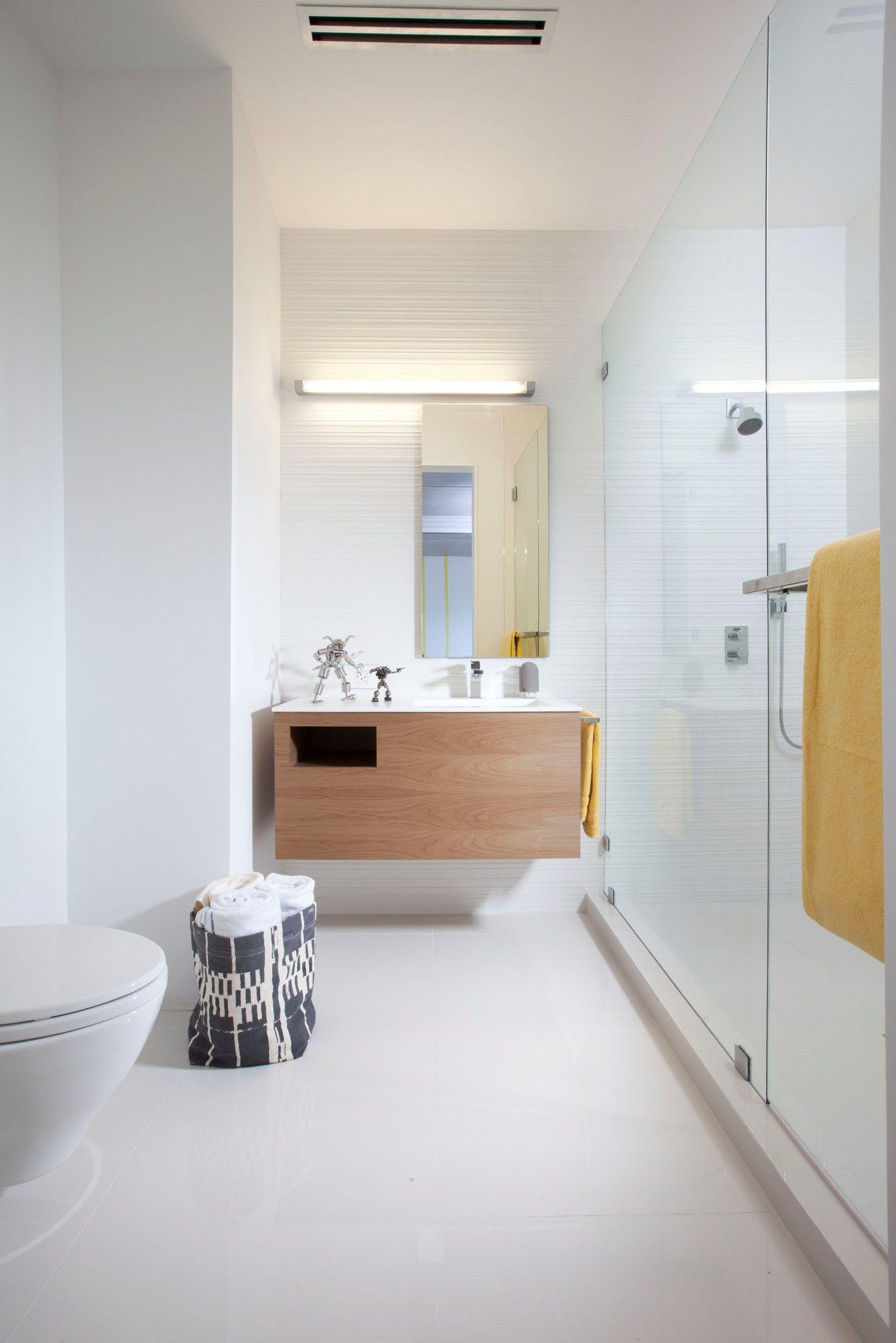Белоснежная ванная комната в стиле минимализм