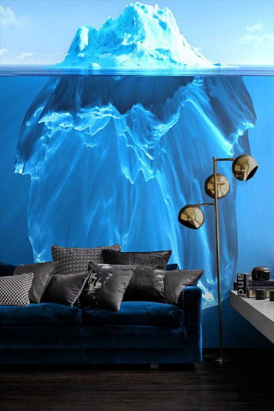 Айсберг освежающе-голубого цвета во всю высоту