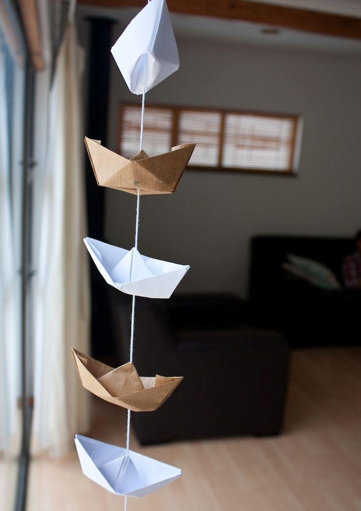 Гирлянда из объемных бумажных корабликов