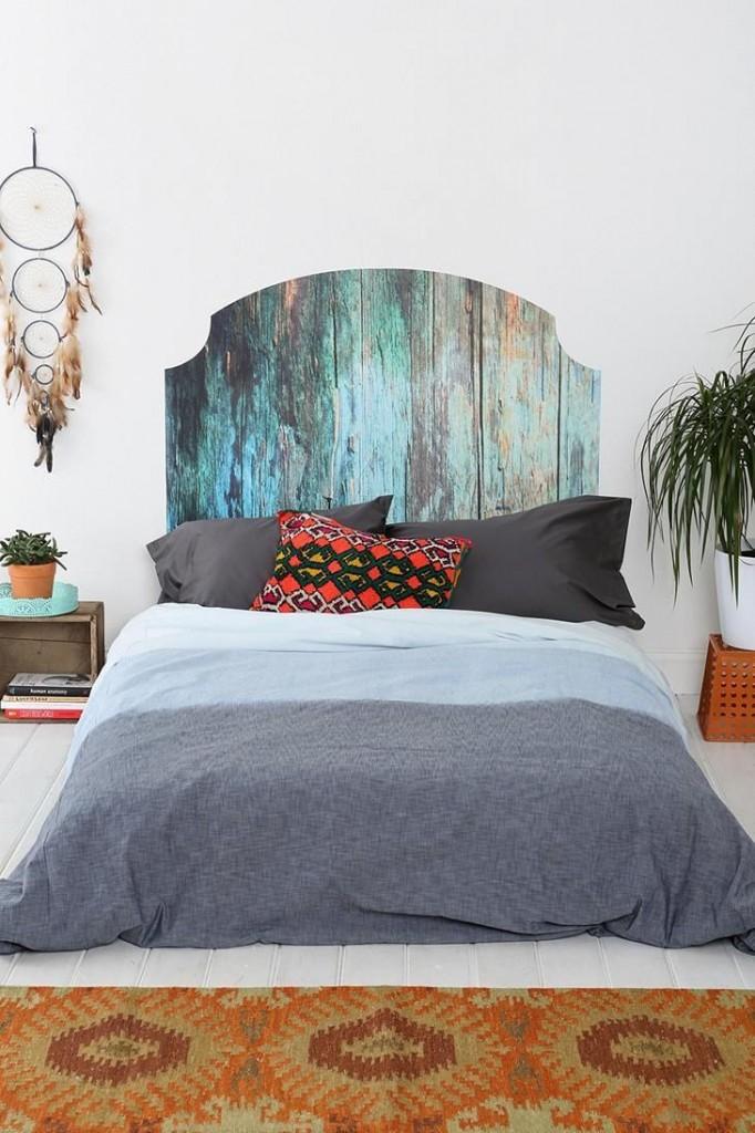 """Деревянное изголовье """"под старину"""" прекрасно дополнит комнату, формленную в стиле бохо"""