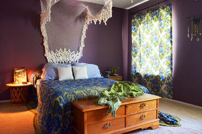 Такое вязаное изголовье для кровати – модернизованный «ловец снов», который будет охранять сновидения хозяина от кошмаров