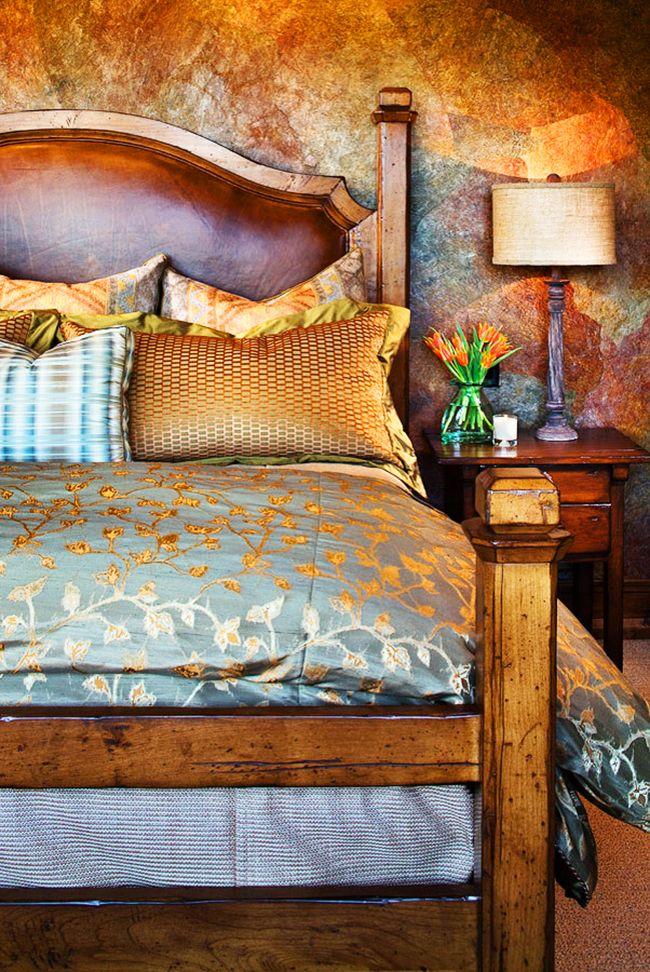 Когда кожа и дерево соединятся в одном изголовье, это придаст невероятного шарма не только кровати, но и всей спальни