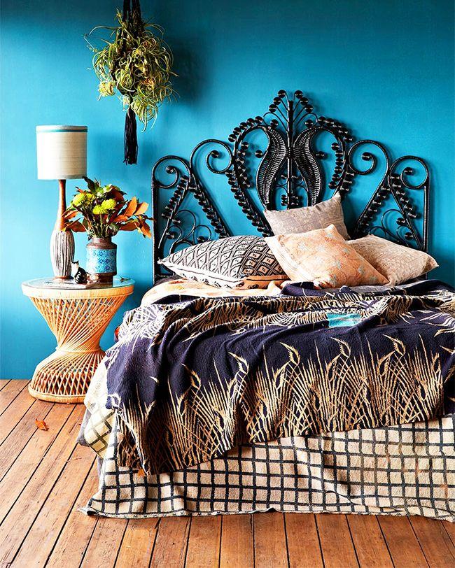 Изголовье в виде необычного металлического узора будет приковывать восторженные взгляды к кровати