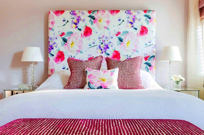 Подобрав красивую и эффектную ткань, можно очень просто преобразить интерьер спальни