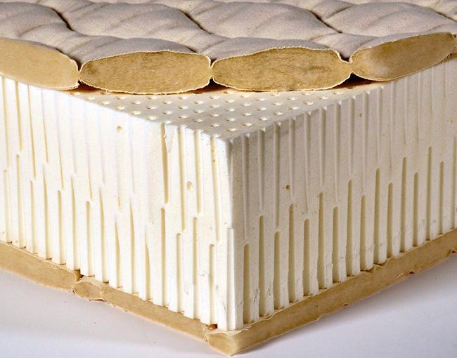 Отдых на матрасе из искусственного латекса придётся по душе людям, отдающим предпочтение более упругим постелям