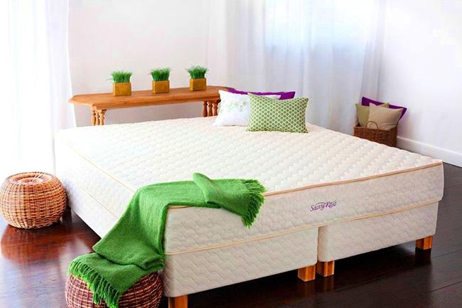 Текстурный матрас, выдержанный в строгом стиле, будет элегантной деталью в интерьере спальни