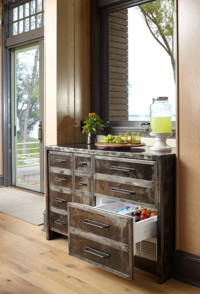 Очень удобное решение - холодильник размещенный под рабочей поверхностью