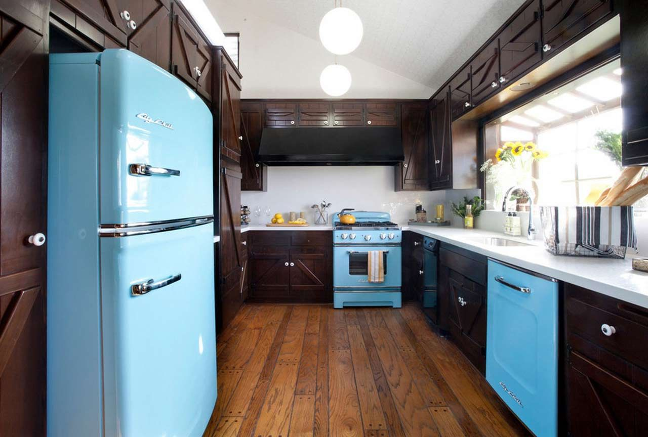 Сзади на кухне 25 фотография
