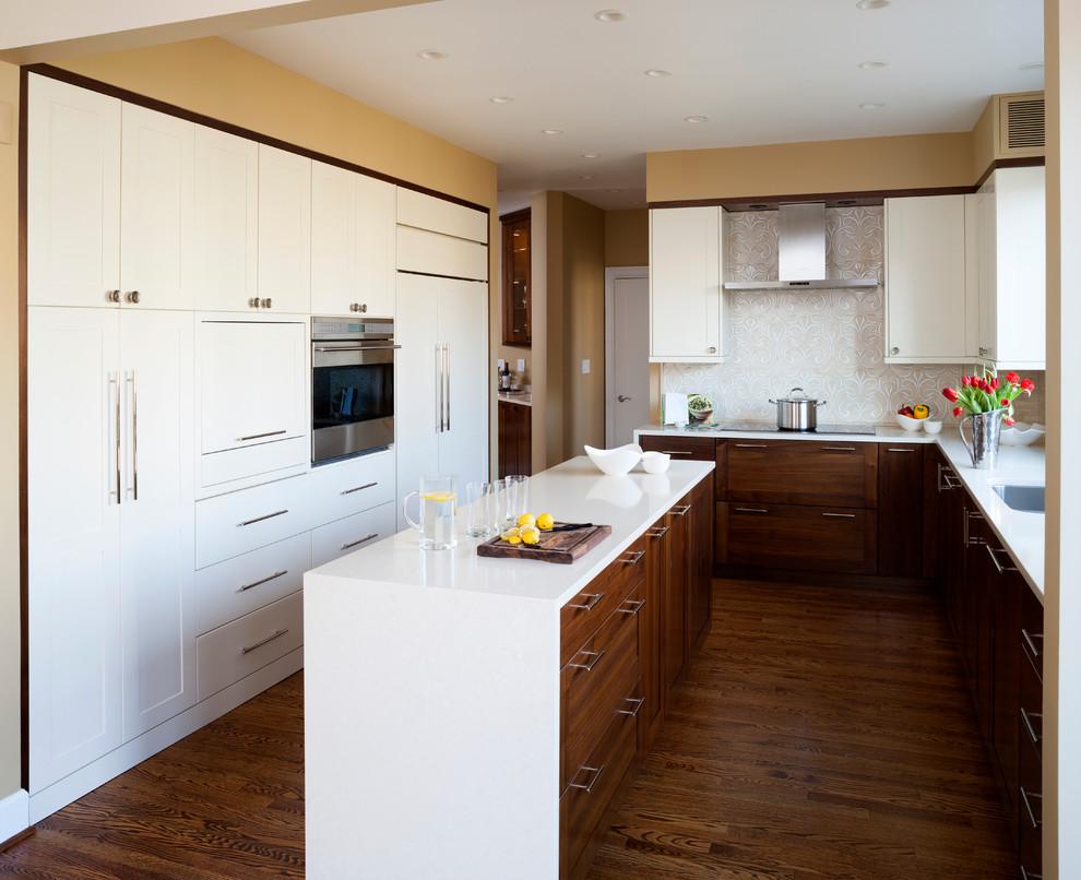 Холодильник, спрятанный за мебельными фасадами, обеспечит зрительный комфорт любителям слияний форм и линий. А еще это очень эстетично и красиво