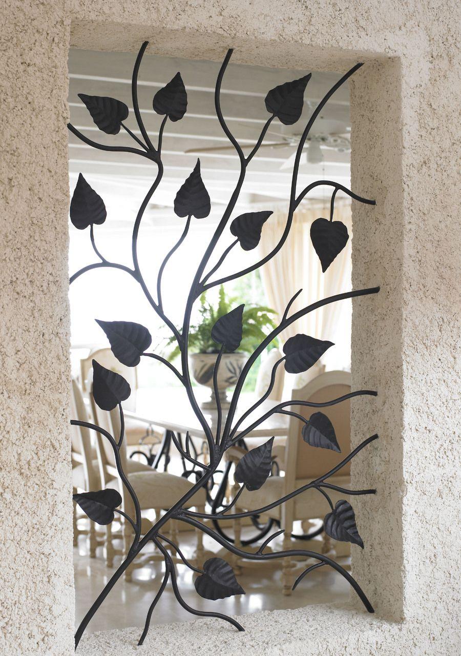 Кованая решетка с красивыми железными листочками