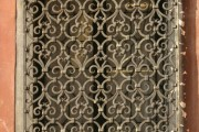 Фото 27 Кованые решетки на окна (65 фото): безопасность и декор в едином решении
