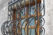 Фото 15 Кованые решетки на окна (65 фото): безопасность и декор в едином решении