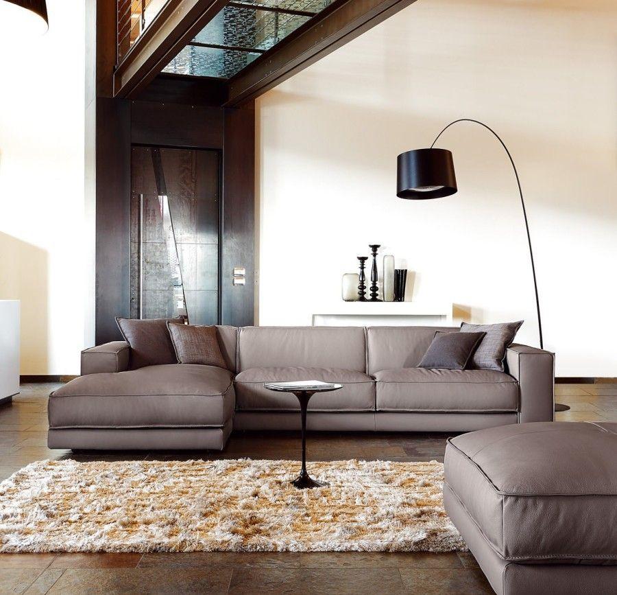 Мягкая мебель красивого кофейного цвета