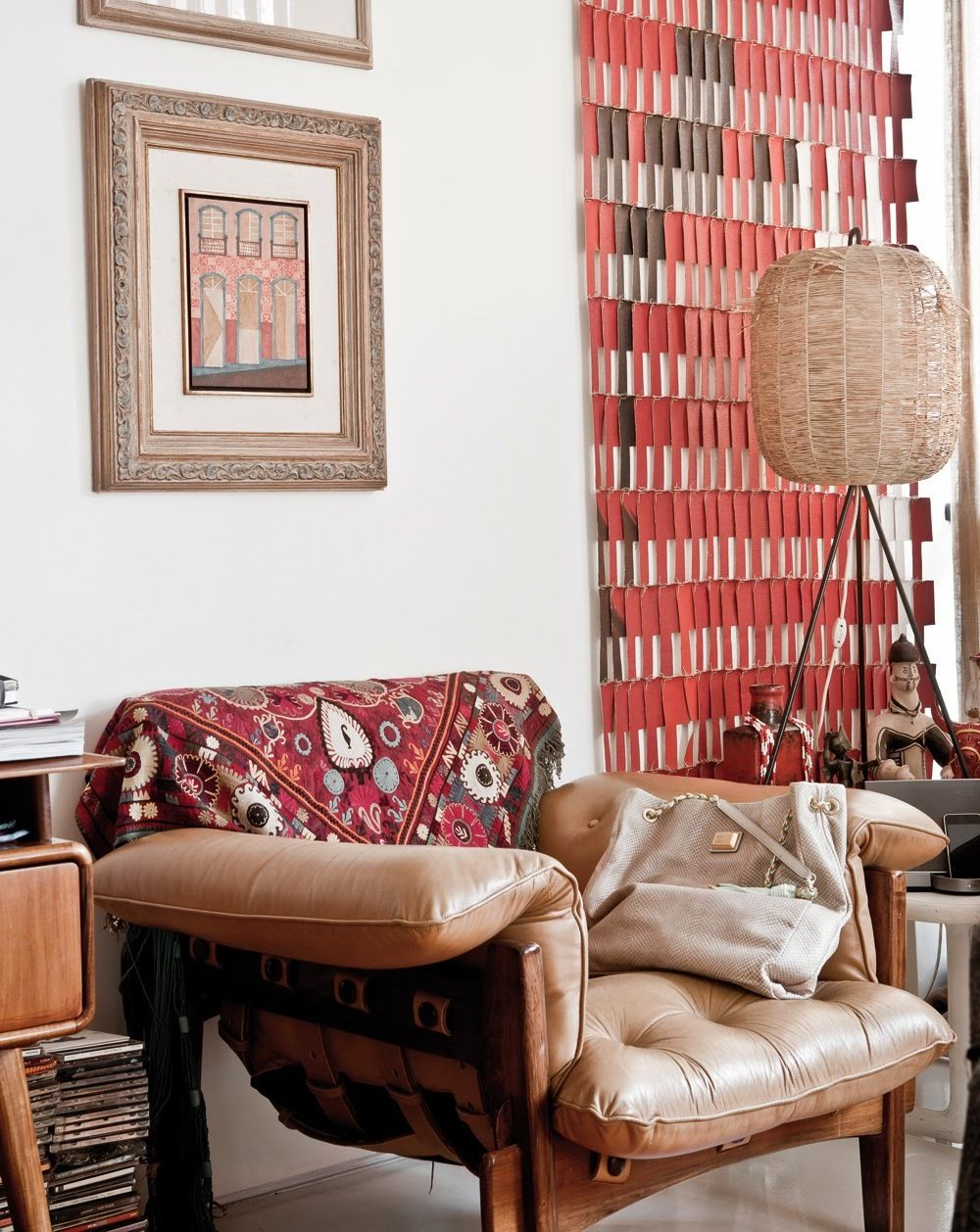 Оригинальное кресло из светло-коричневой кожи
