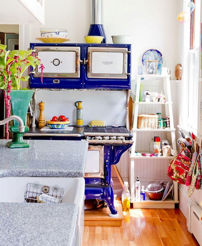 Стилю бохо чужды общепринятые правила, поэтому в интерьере кухни можно сочетать цвета и детали, несовместимые на первый взгляд