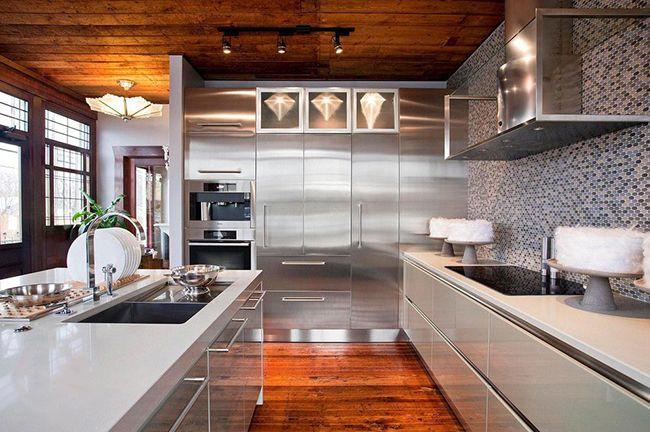 На кухне в стиле техно очень комфортно чувствуют себя преимущественно представители современной молодежи: такая кухня похожа на стиль оформления современных дискотек, подвалов или заброшенных помещений