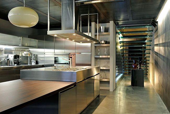 Обязательно найдутся те, кому по душе на кухне элементы стали, стекла и серые оттенки