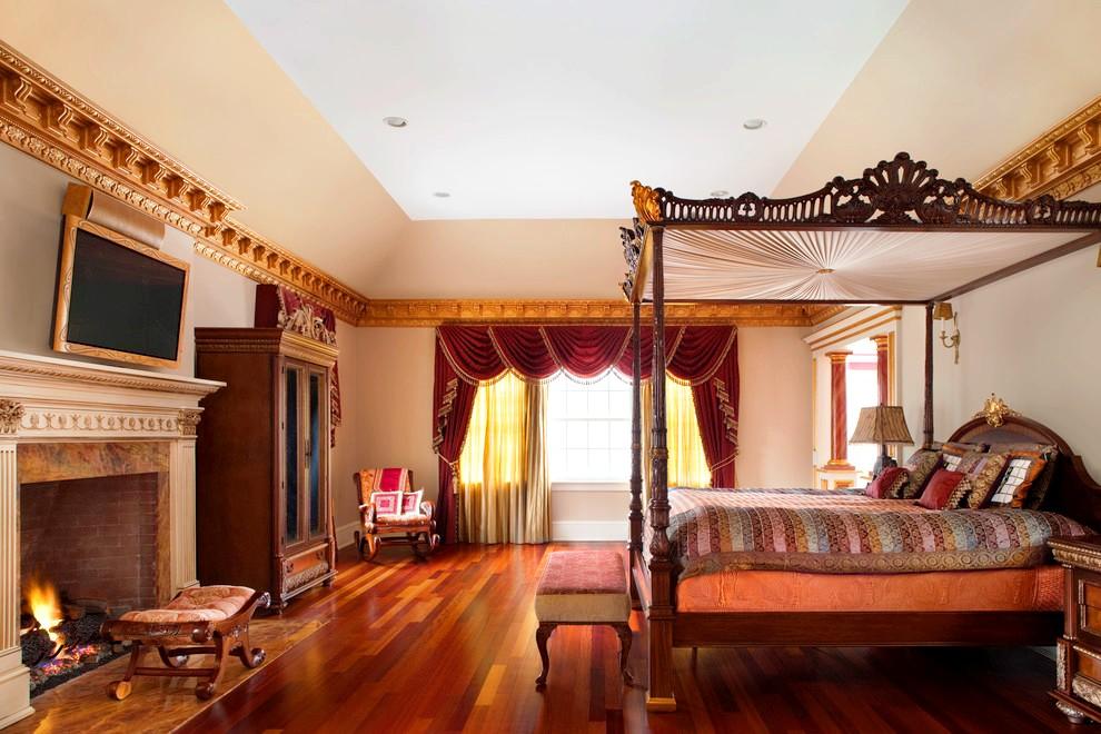 Золото, бархат, древесина…такая кровать в классическом стиле отправляет в 17 век и позволяет почувствовать себя настоящим дворянином