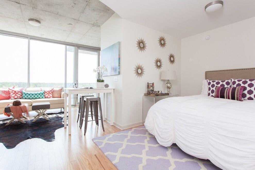 Большие окна пропускают в квартиру солнечный свет