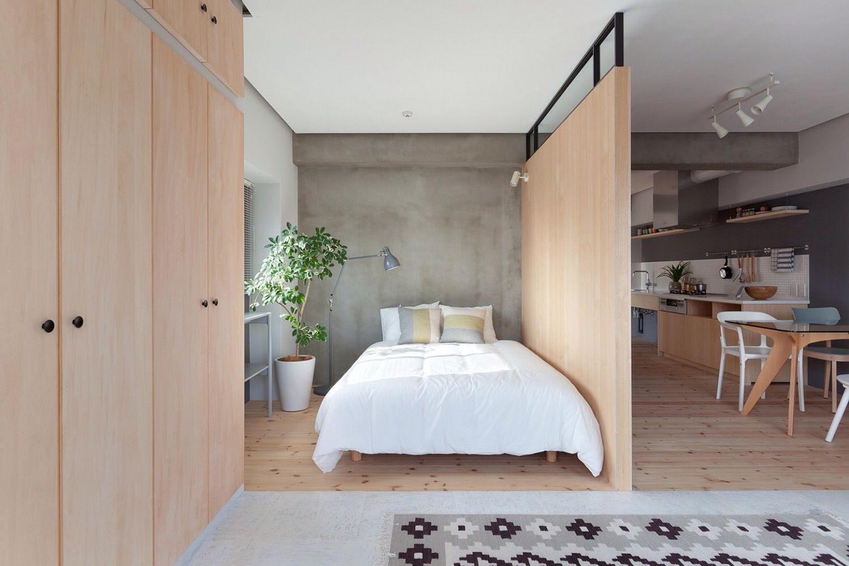 Для стен разных комнат использованы разные отделочные материалы