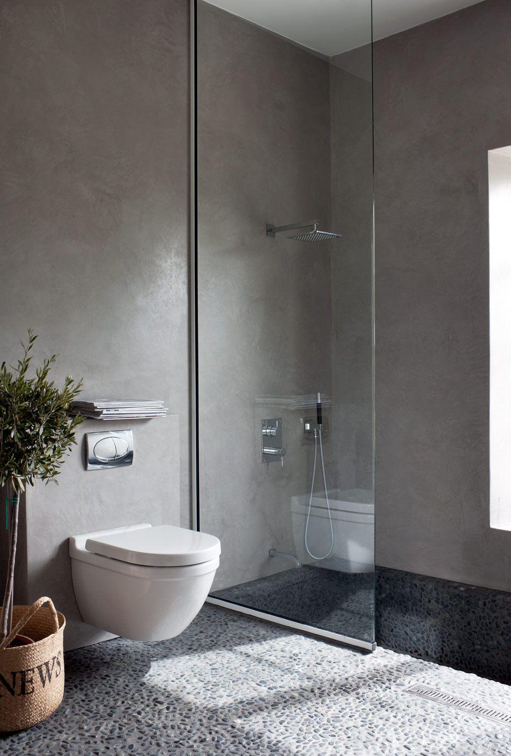 Монохромные оттенки серого в сочетании со стеклом в ванной