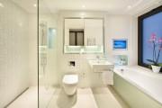 Фото 21 Натяжные потолки в ванной (45 фото): идеальный выбор