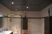 Фото 4 Натяжные потолки в ванной (45 фото): идеальный выбор