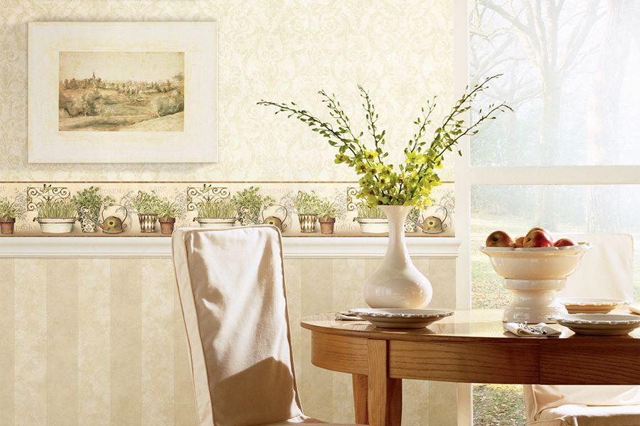 Поклеив стильные обои для стен, можно обойтись и без дополнительных декоративных средств – картин, зеркал, настенных часов