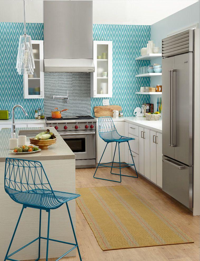 Яркие, выразительные обои притягивают взгляд и создают на кухне особое настроение