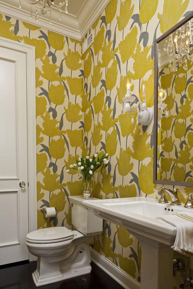 Стильные ярко-желтые стены в ванной