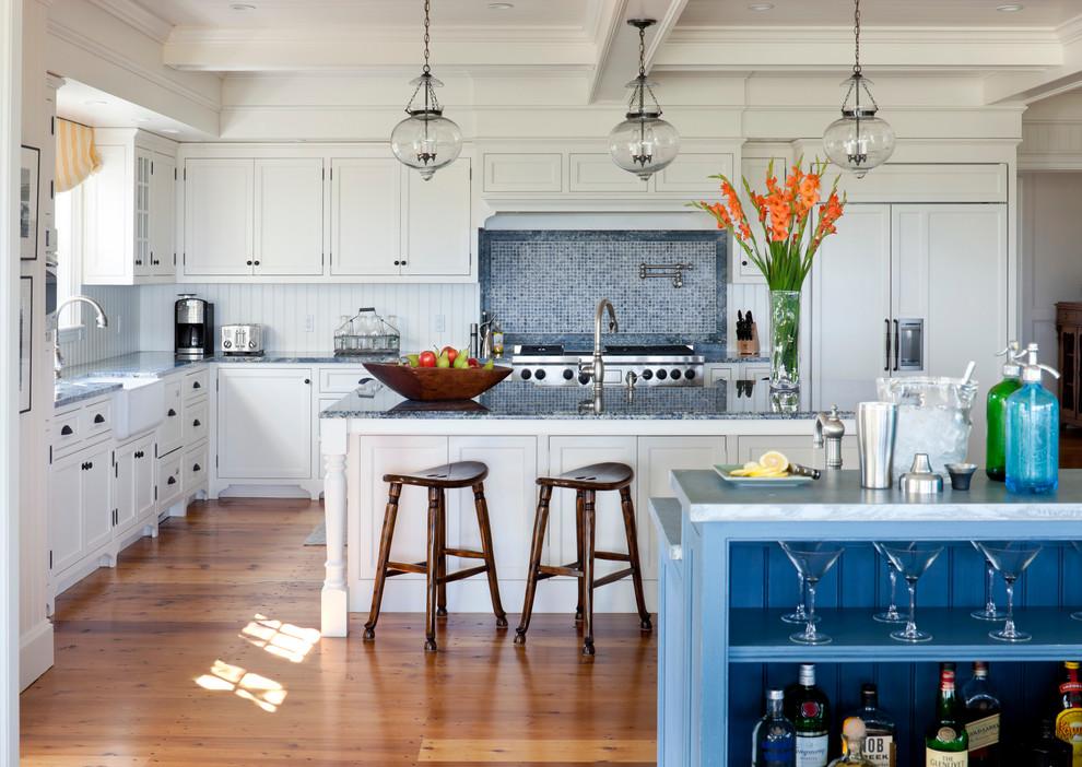 Благодаря своим качествам, пластиковые панели идеально подходят для кухонного фартука