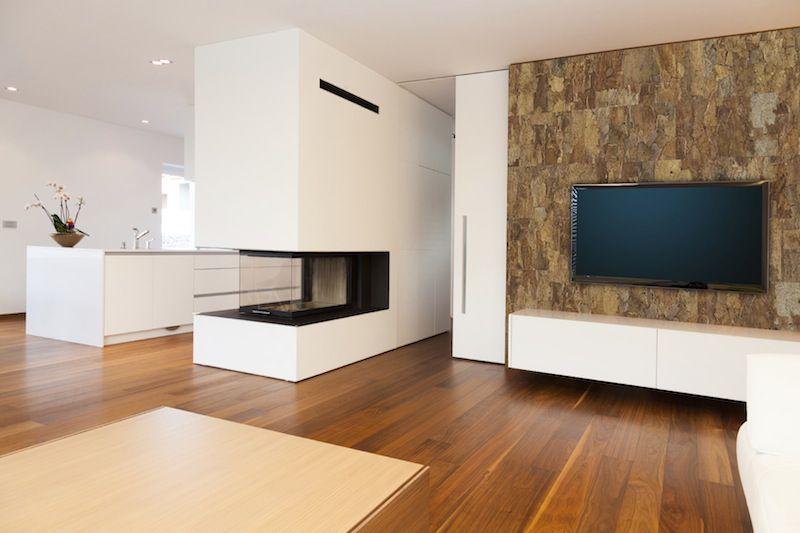Декорирование некоторых участков помещения пробковыми обоями привнесет ноту тепла и оригинальности в интерьер