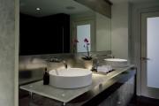 Фото 6 Раковина в ванную комнату (65+ моделей в интерьере): обзор современных материалов и как не ошибиться с размерами?