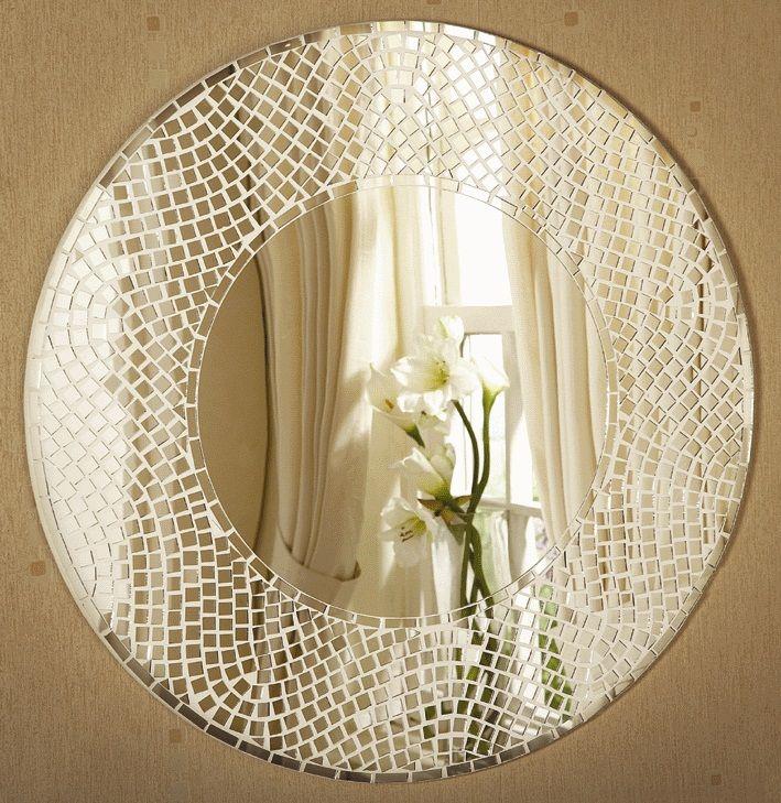 Мозаика выполнена из кусочков зеркала - изящно и нежно