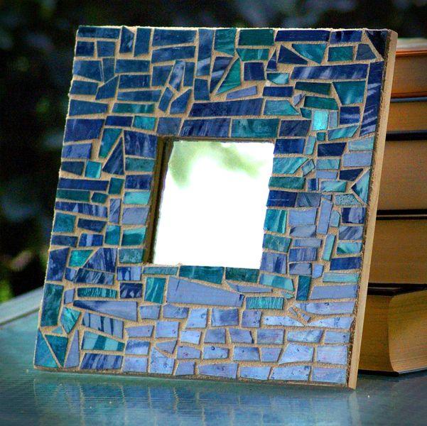 Зеркало в раме из синей мозаики
