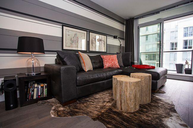 В гостиной правильно подобранные оттенки серого цвета обоев позволяют сделать интерьер уютным и спокойным