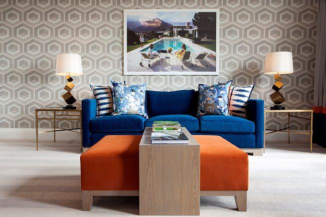 Серые обои, как фон в ретро стиле интерьера, удачно подойдет для более активных цветов