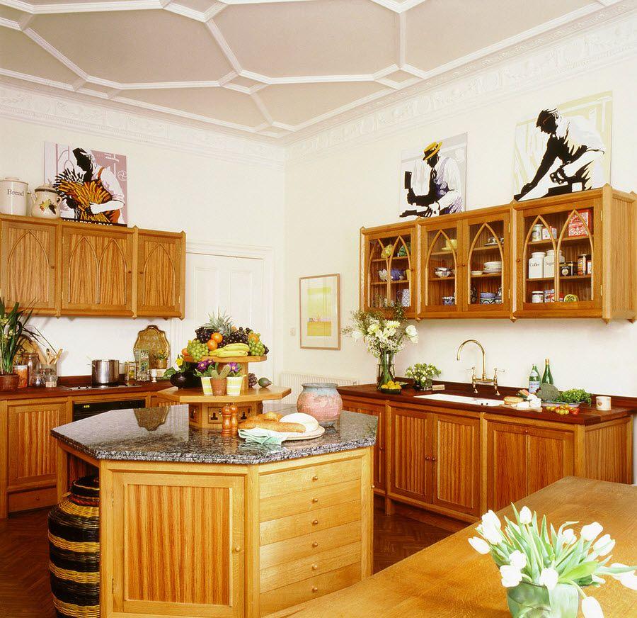 Приятный соломенно-древесный цвет кухонной мебели будет радовать Вас даже в пасмурный день