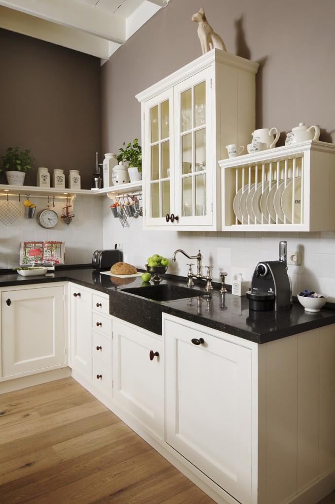 Стильные вытяжки для кухни фото