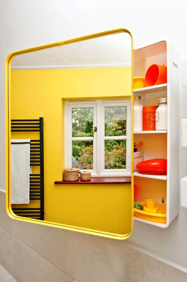 Эргономическая структура, вместительность полочек, яркий цвет – такой зеркальный шкаф удовлетворит повседневные нужды человека