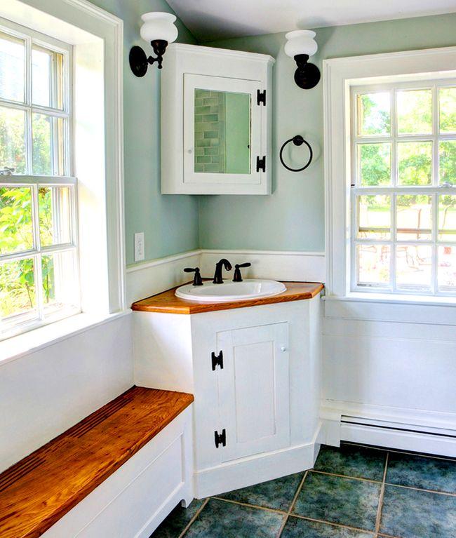 «Маленький, да удаленький» шкафчик с зеркалом в ванной не занимает много места, однако практичен и удобен в использовании
