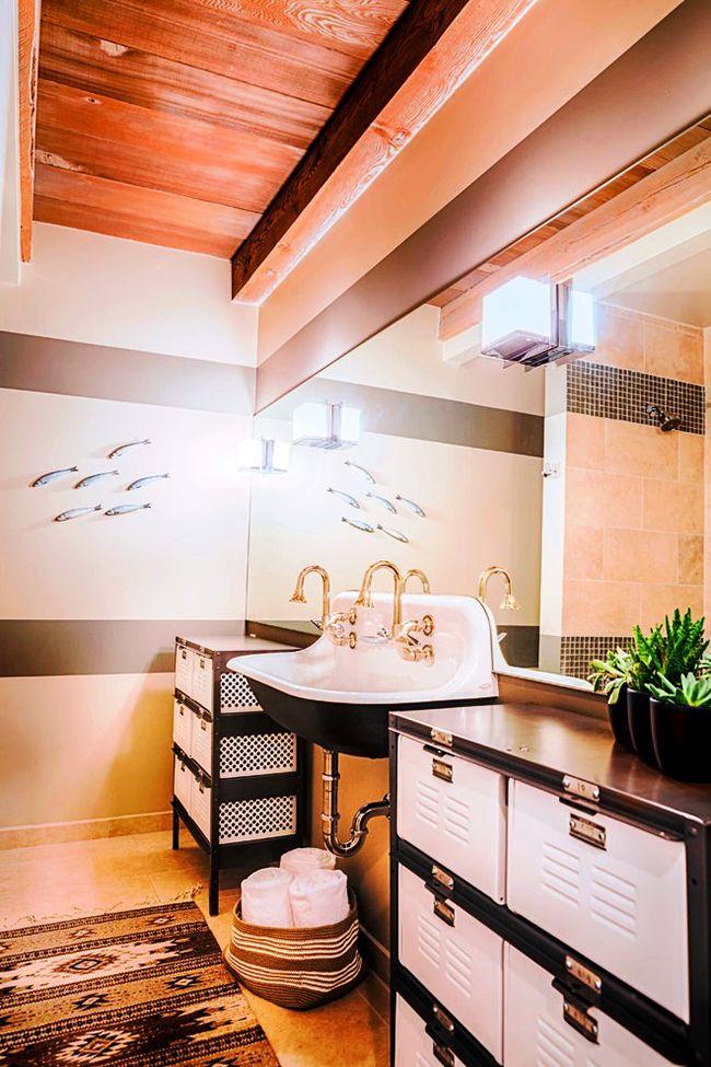 Большие вместительные ящики – главная черта такого шкафчика для ванной комнаты