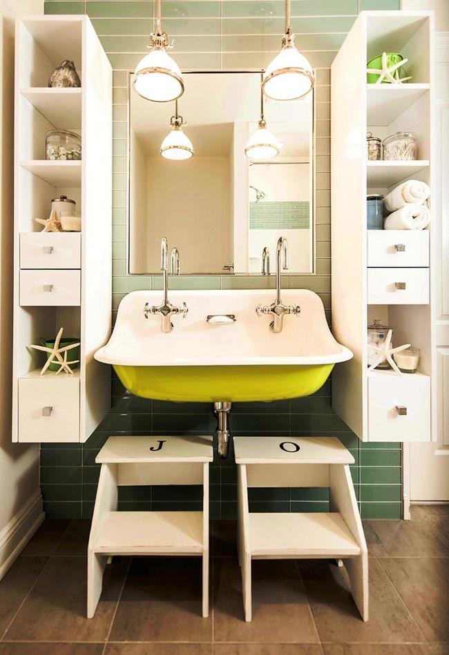 Симметричные шкафчики с полочками и ящичками будут красивым дополнением к общему интерьеру ванной комнаты, а также послужат надёжными хранителями личных вещей