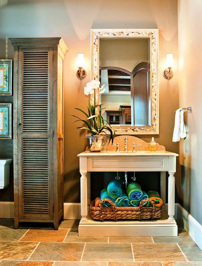 Компактный, но вместительный: такой шкаф-пенал экономит место в ванной и вмещает в себя все необходимые предметы гигиены